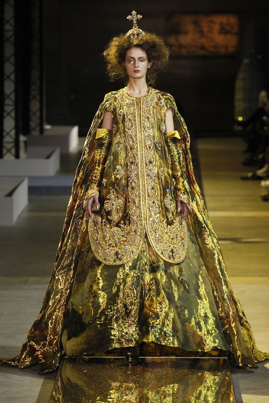 guo-pei-haute-couture-collection-ss-2017-paris-fashion-week-12