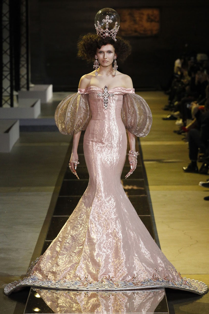 guo-pei-haute-couture-collection-ss-2017-paris-fashion-week-15
