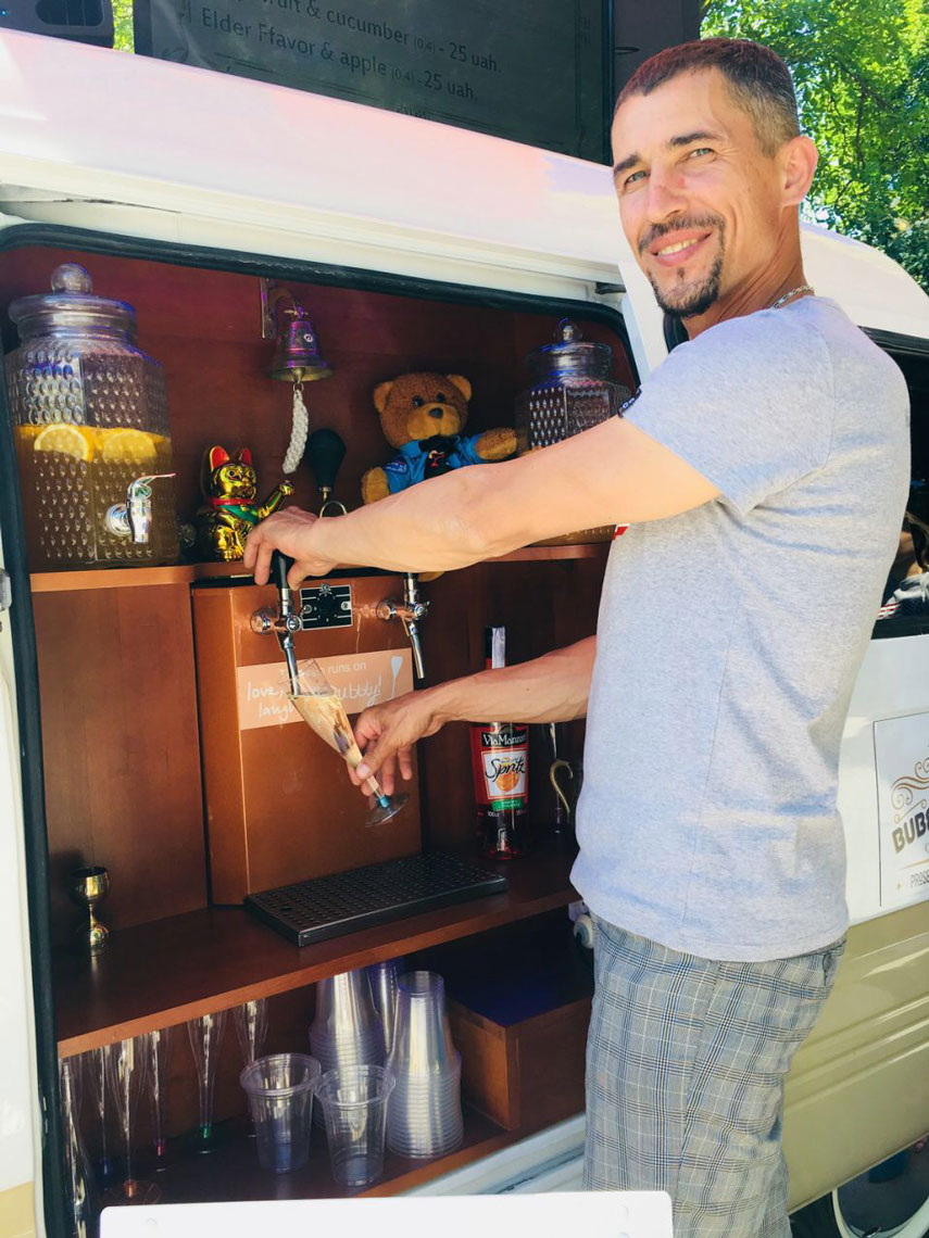 Bubble & Fun Prosecco Van