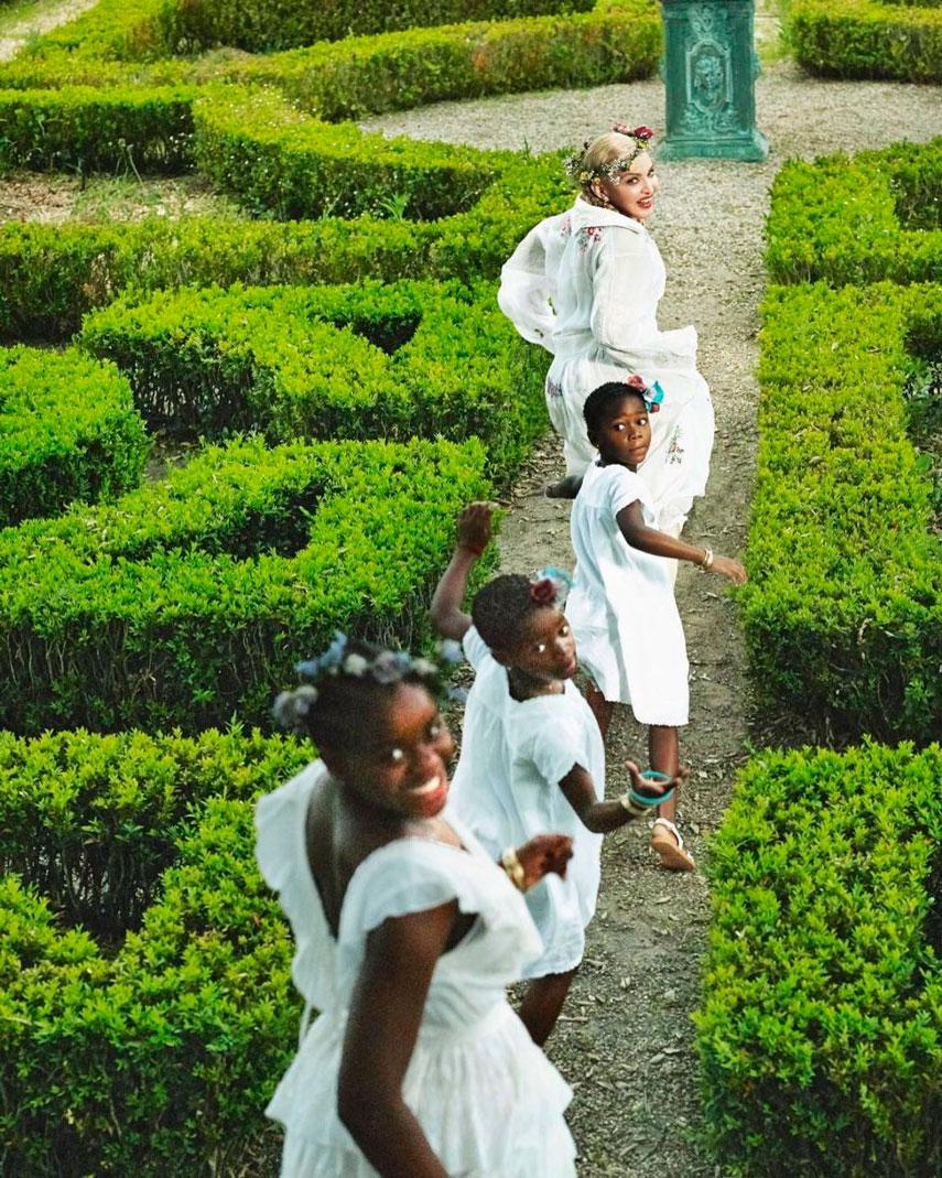 Мадонна c дочерьми в фотосессии для Vogue Italia