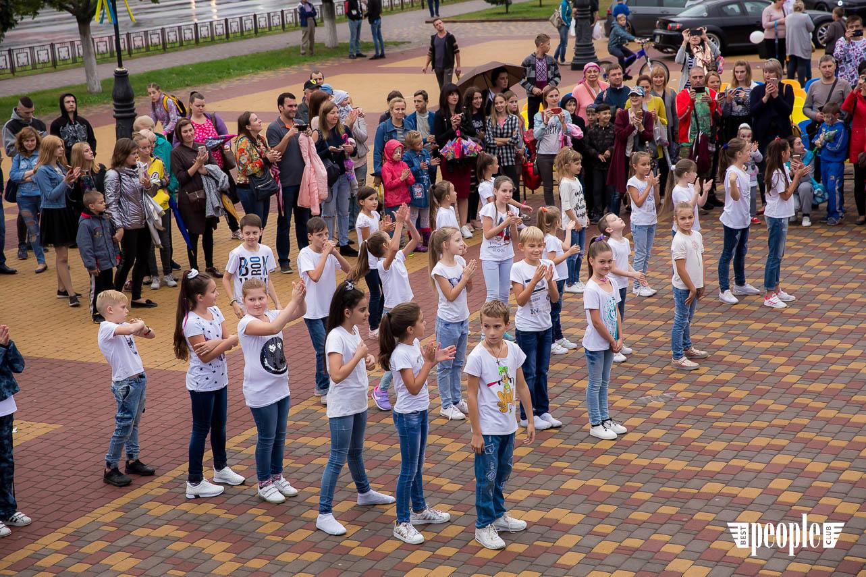 На центральной площади г. Борисполь состоялось праздничное мероприятие по случаю 10-летия крупнейшего городского Интернет-провайдера LAN TRACE.