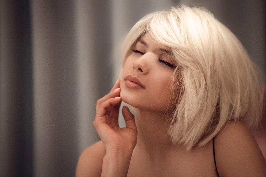 Michelle Andrade стала блондинкой