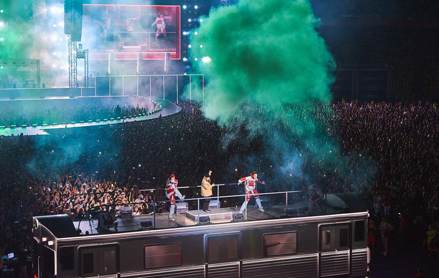 MONATIK показал шоу высочайшего уровня LOVE IT ритм