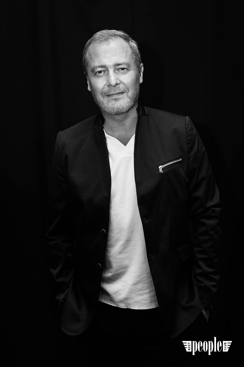 Serge Payet представил персональную выставку I am Trash в parfum büro (165)