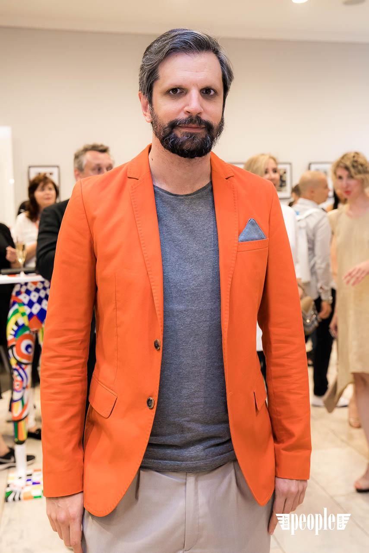 Serge Payet представил персональную выставку I am Trash в parfum büro (44)