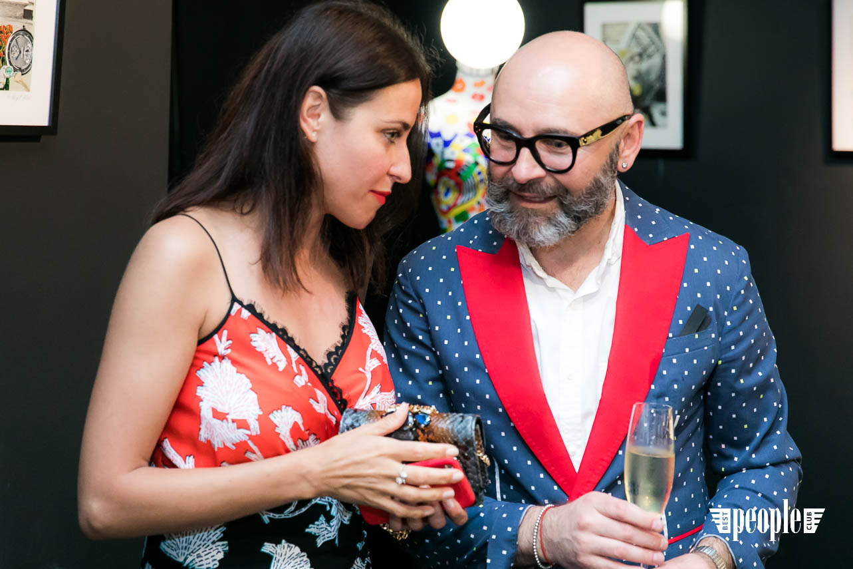Serge Payet представил персональную выставку I am Trash в parfum büro (94)