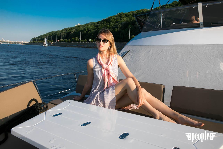 Валентина Григорьева устроила девичник на яхте