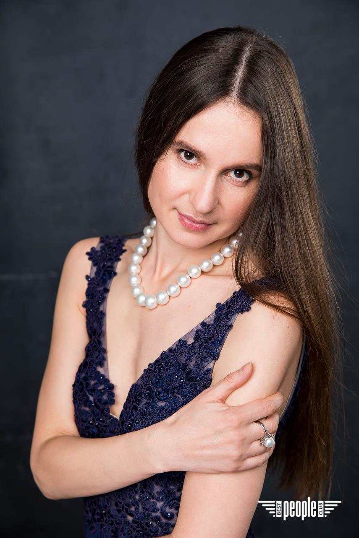 Алина Тимохина презентовала свою книгу в Париже
