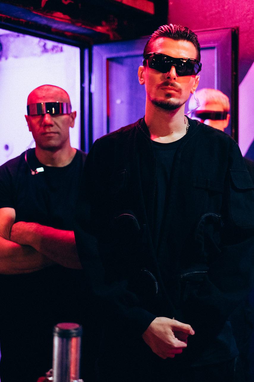 «Время и Стекло»: флешбэк в 2000-е в клипе «Лох»
