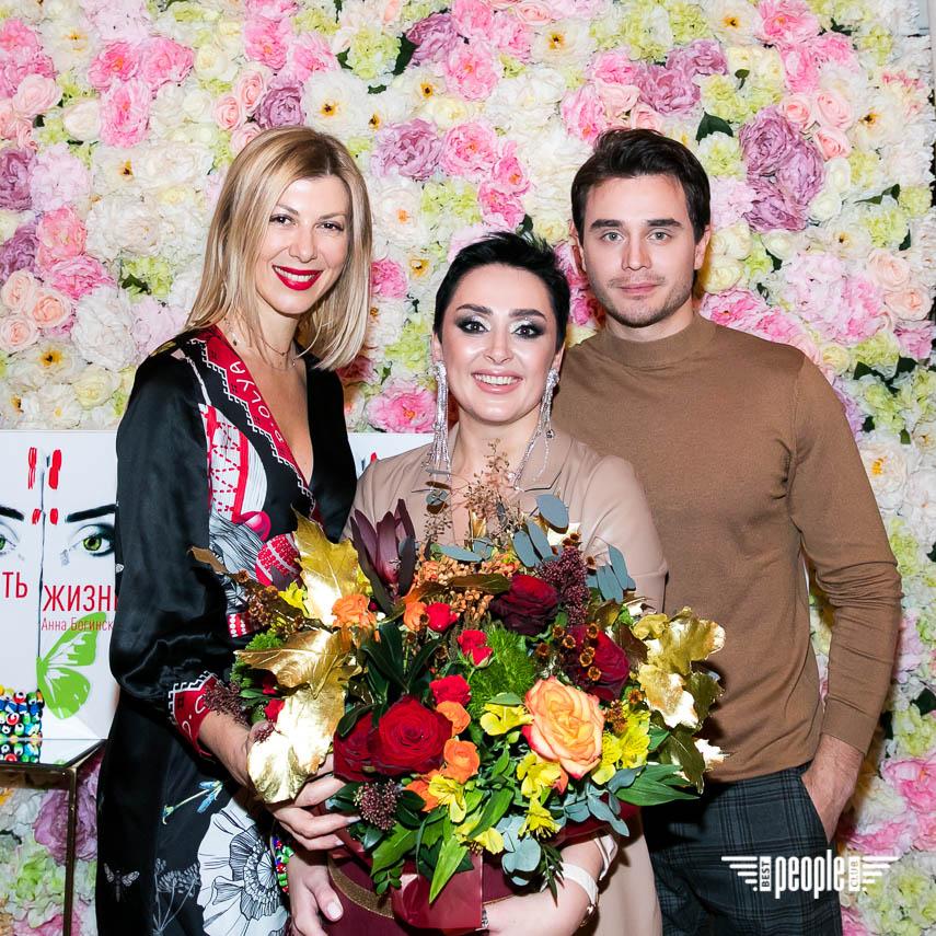 АннаБогинская представила роман «Код: Вознаграждение»