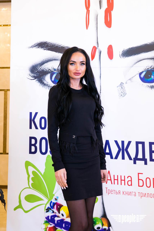 """В киевском банкет-холле Regent Hill медиакомпания Burda Media Ukraine провела масштабный мастер-класс для читателей с известным писателем, автором бестселлеров """"Жить Жизнь"""" и """"Грех Прощения"""" Анной Богинской!"""