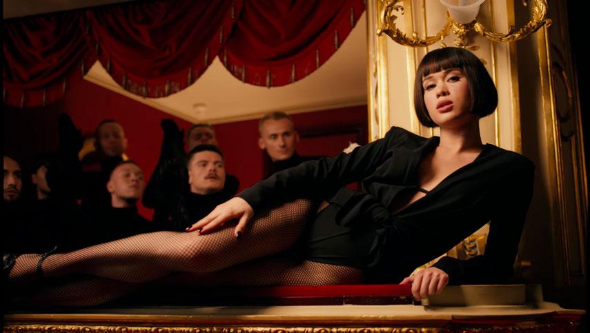 """Lida Lee в дебютном клипе """"Достопримечательность"""""""