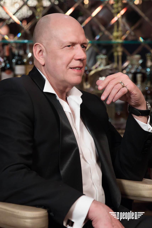Whitekitchen: Александр Ярёменко и Влад Булах сняли клип в крутом казино