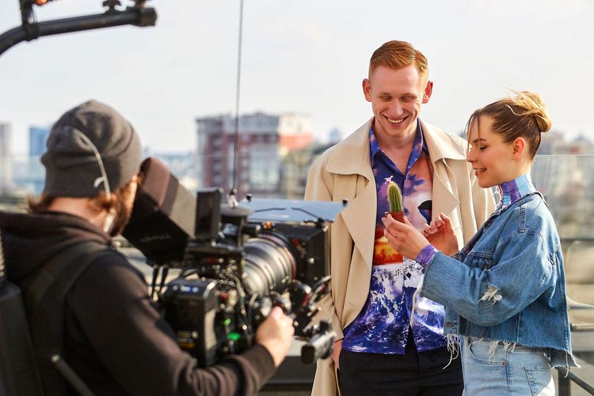 Героем нового видео Софии Егоровой «Коли ти зі мною» стал актер Александр Рудинский